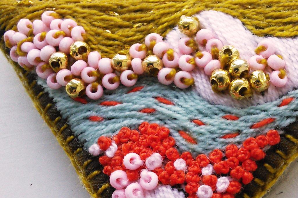 vyšívaný náhrdelník embroidered necklace
